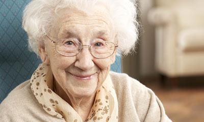 אישה קשישה